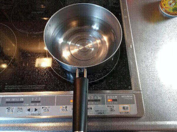 味噌汁のお湯を沸かす